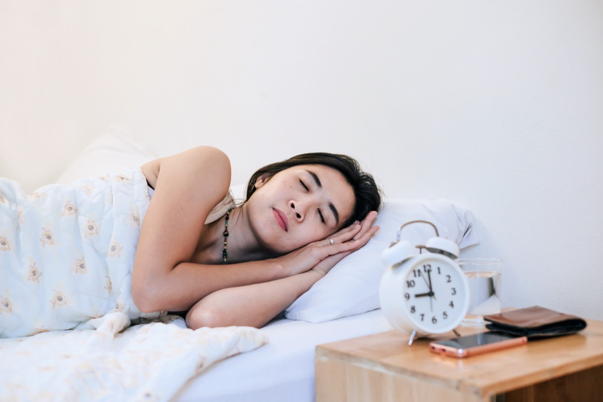 woman sleepy at 9.00 p.m. for good health