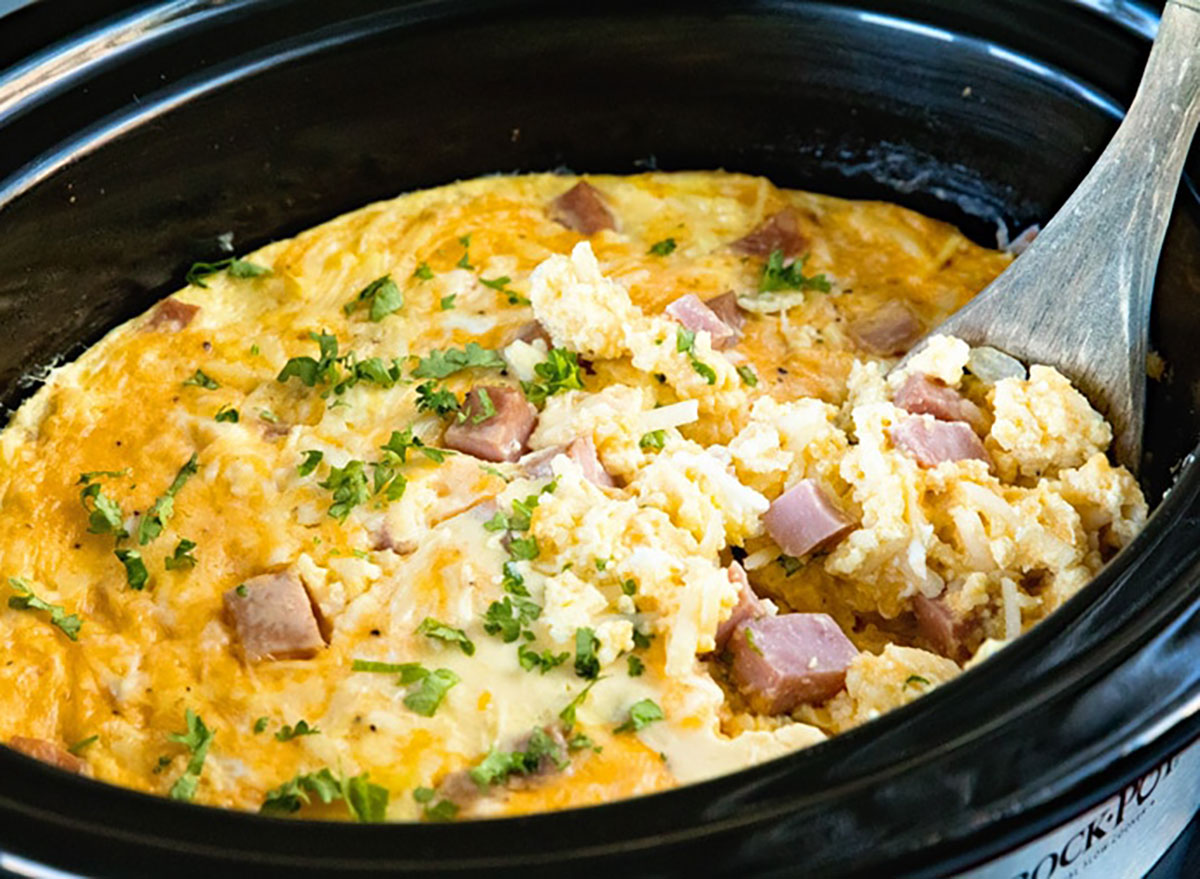 cheesy ham and eggs in slow cooker