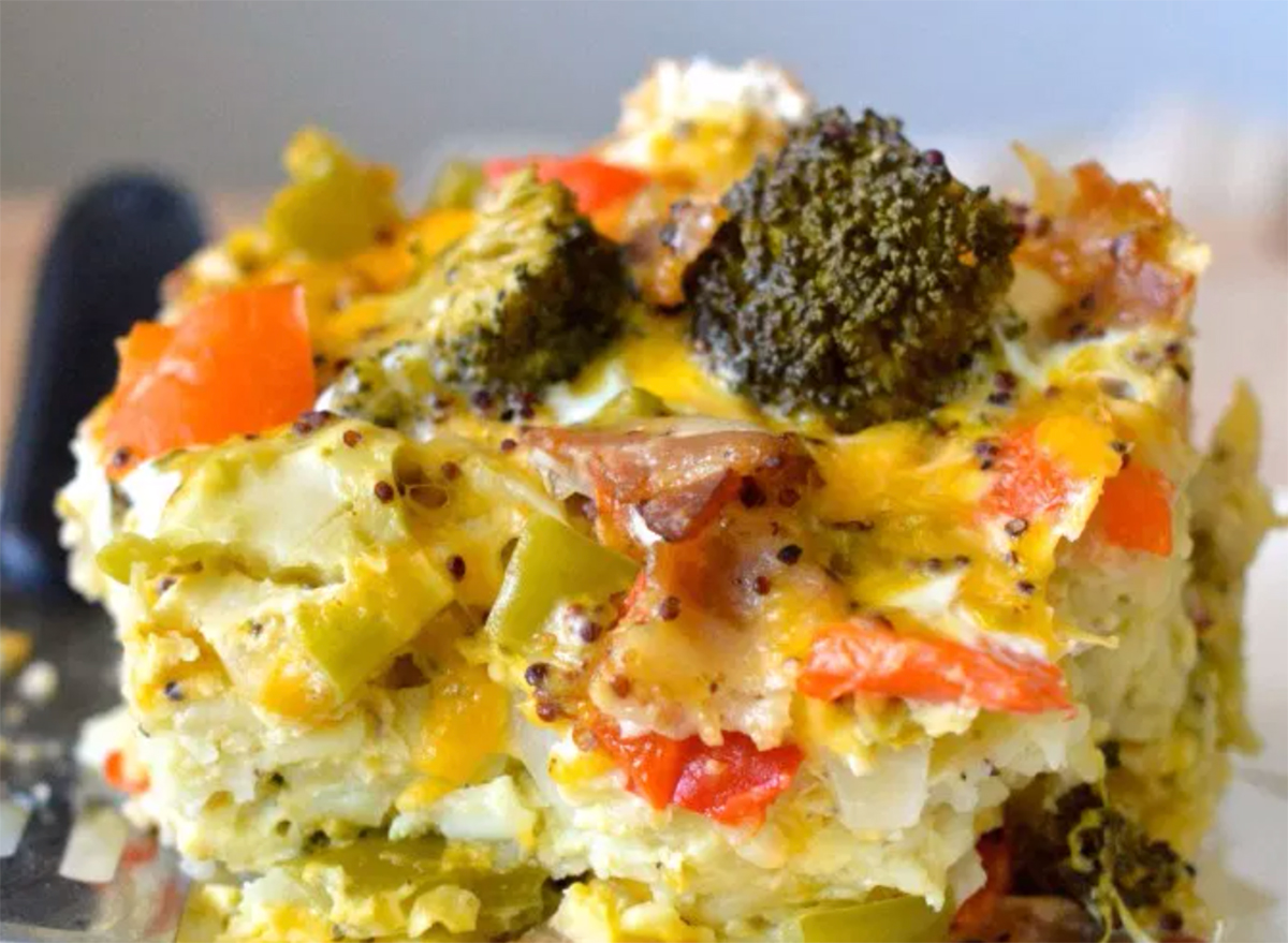crock pot breakfast casserole with cheese and vegetables