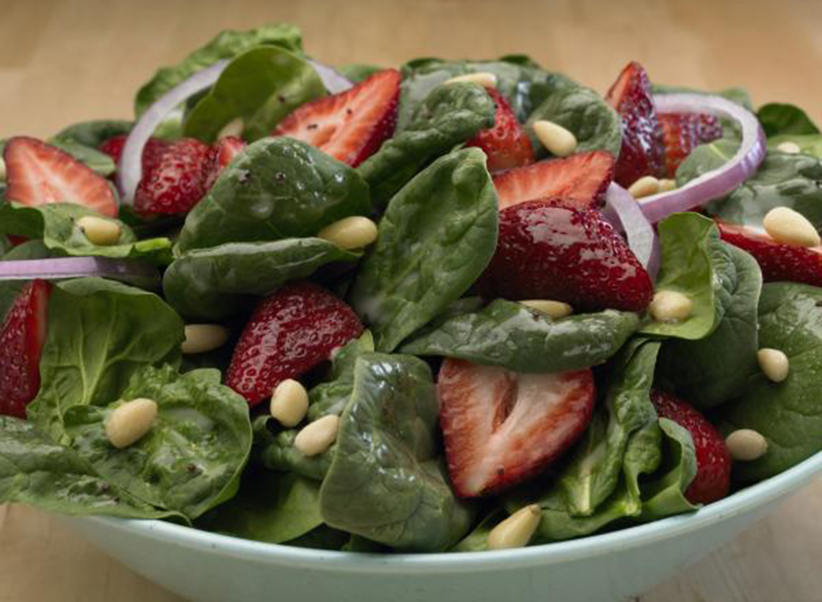 golden corral strawberry spinach salad