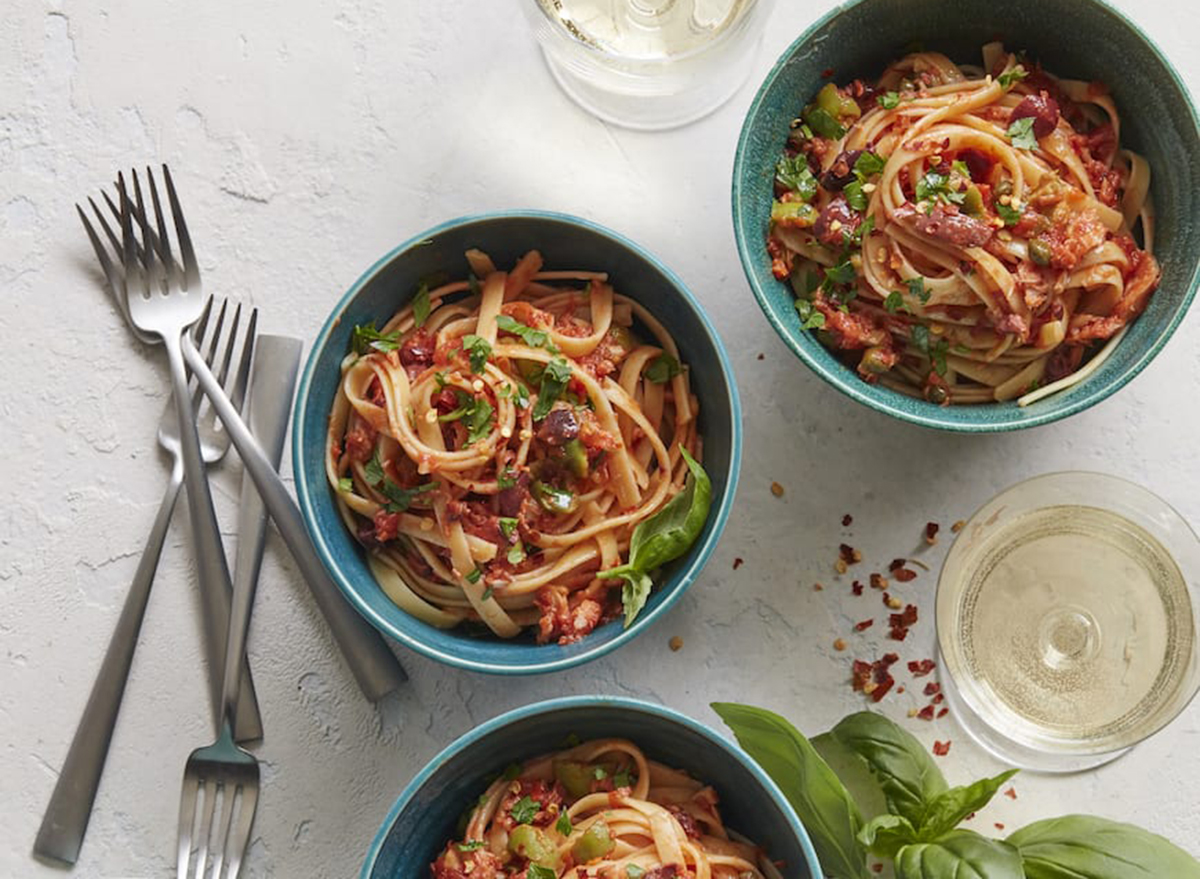 pasta puttanesca with canned tuna in bowls