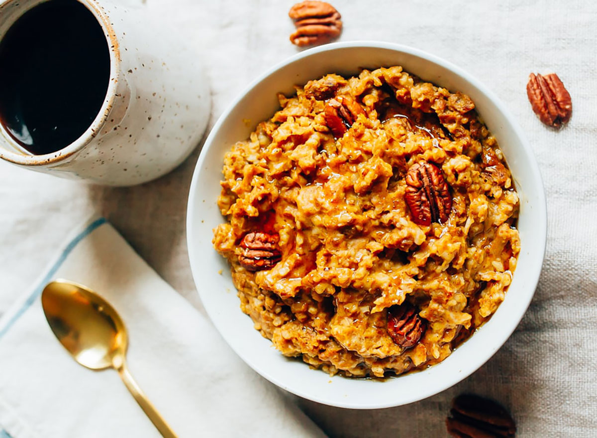 slow cooker pumpkin pie oatmeal with pecans in bowl