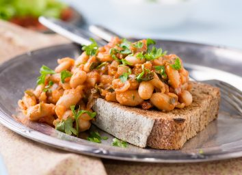 Stewed tomato beans on toast