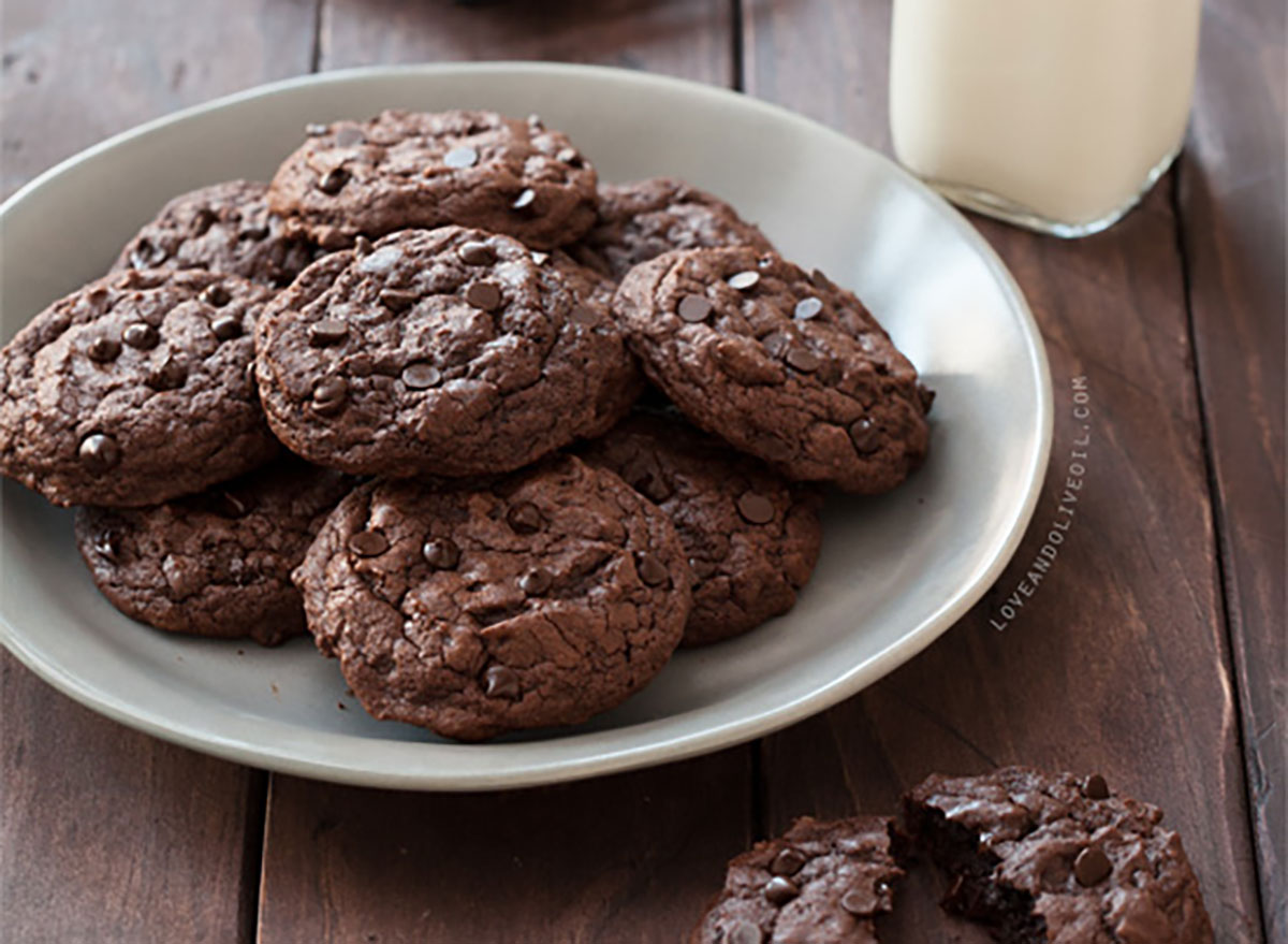 plate of double chocolate chip chipotle cookies