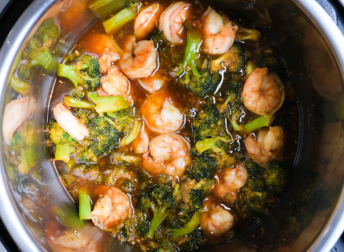 shrimp and broccoli in an instant pot