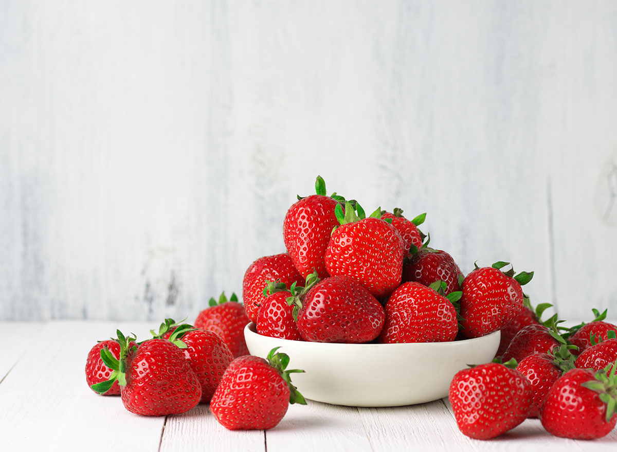 fruit for weight loss strawberries