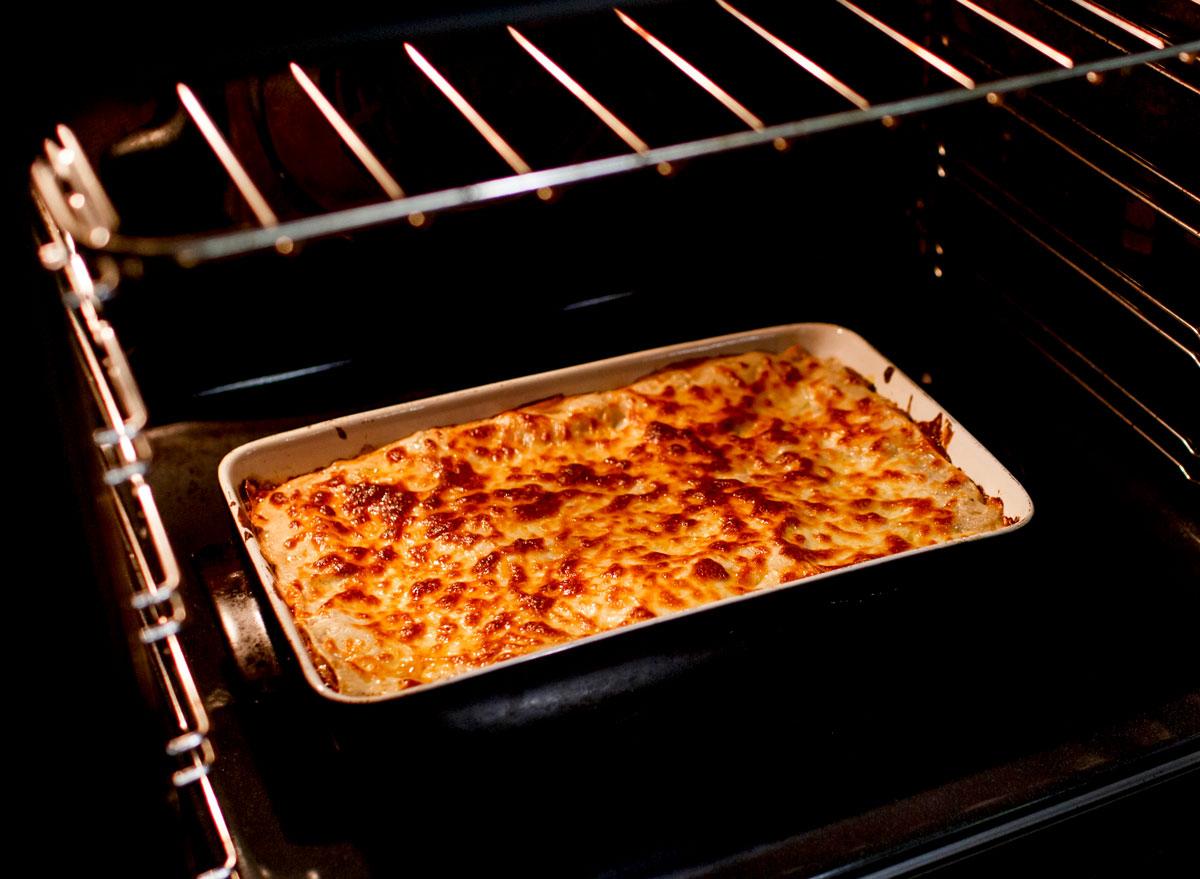 Cooking lasagna in oven
