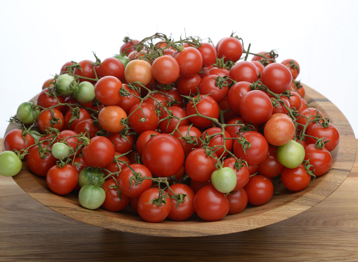 different sized tomatoes