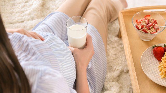 pregnant woman drinks milk