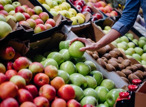 woman apple shopping in grocery store