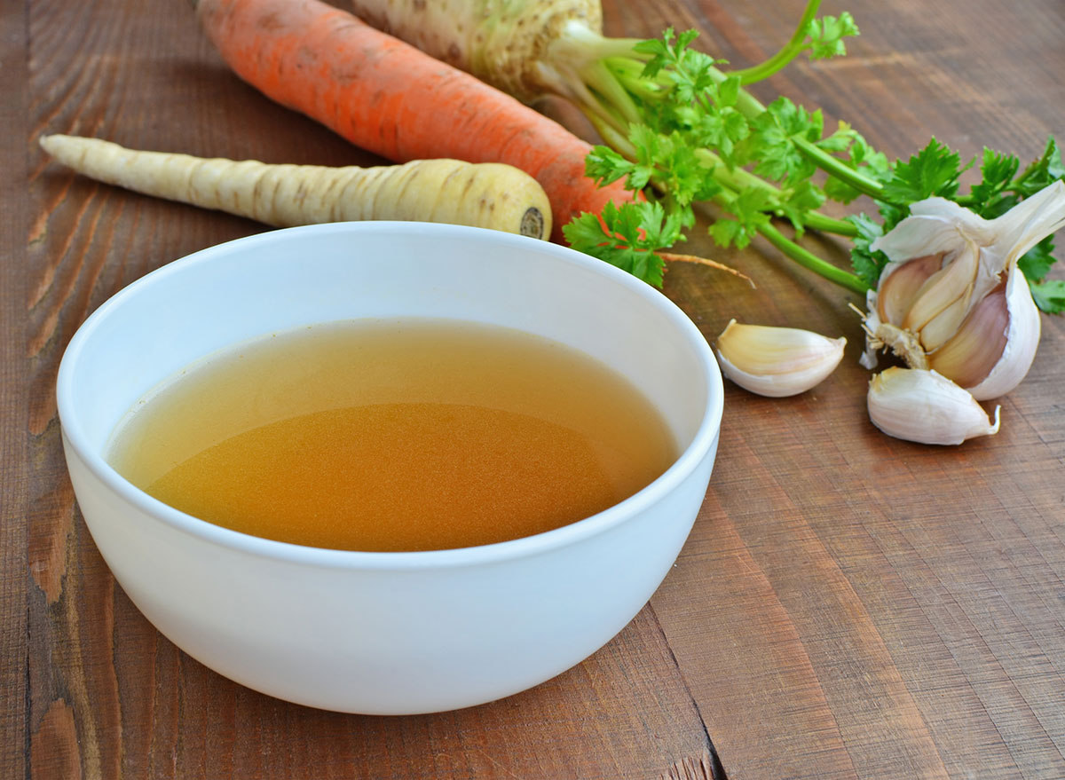 Broth with garlic and carrots
