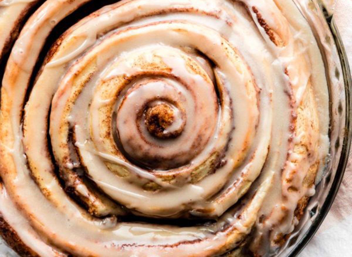 giant cinnamon roll cake