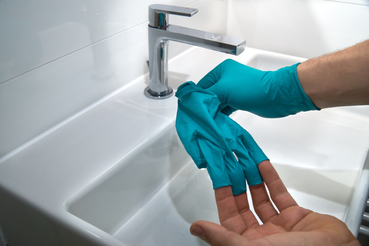 taking of medical gloves