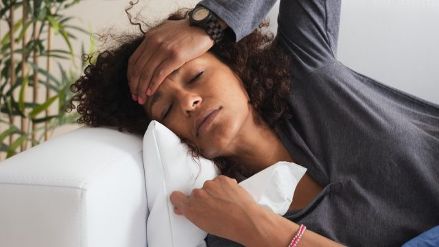 woman with cold and flu bad symptoms