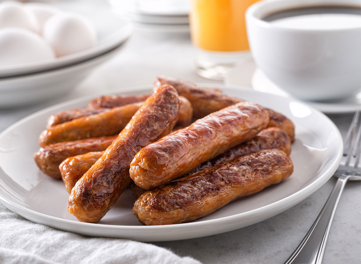 plate of breakfast sausage links