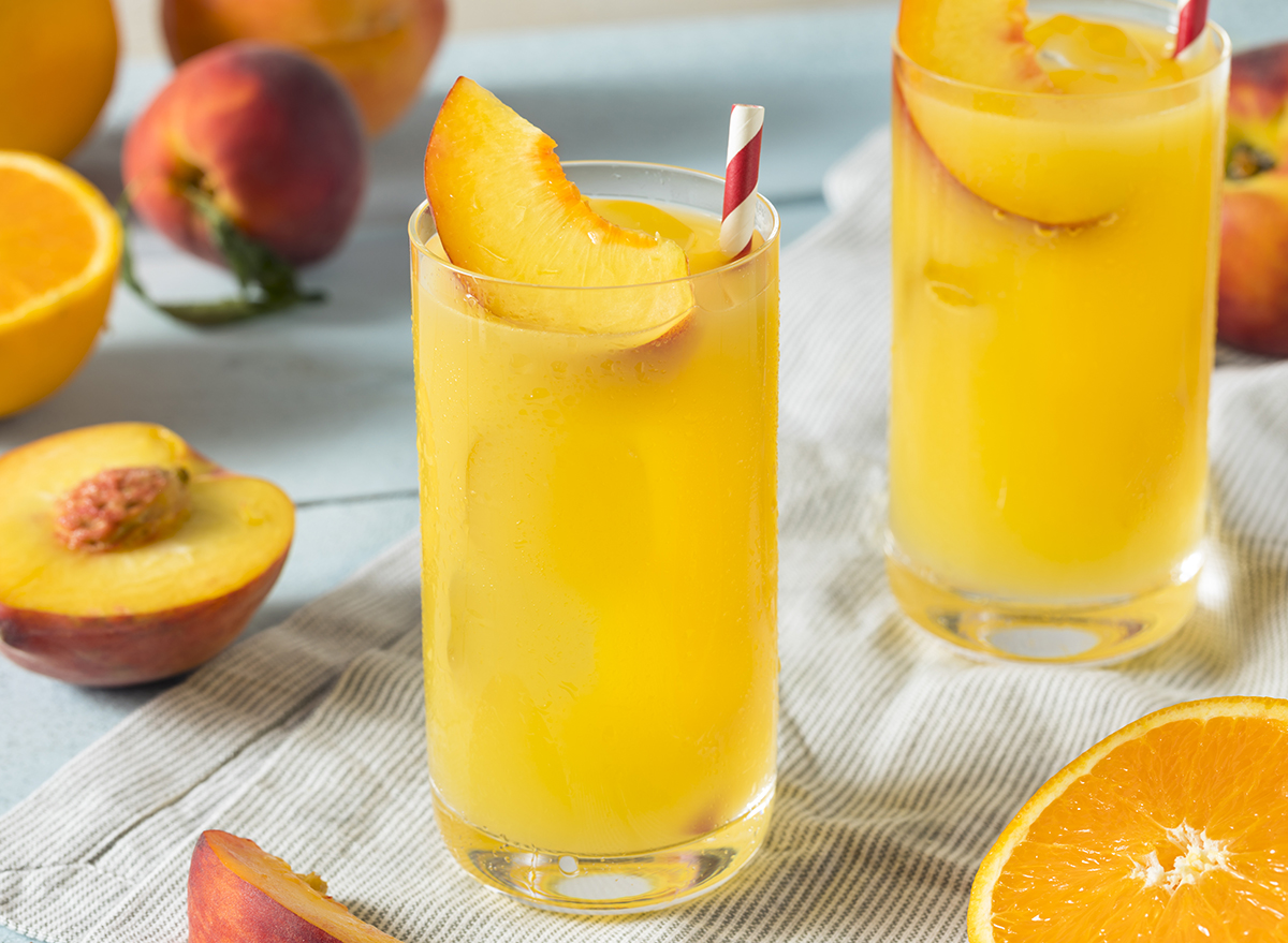 fuzzy navel cocktail with peach slice