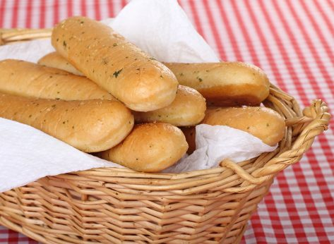 """10 """"Fresh"""" Restaurant Foods That Never Really Are"""