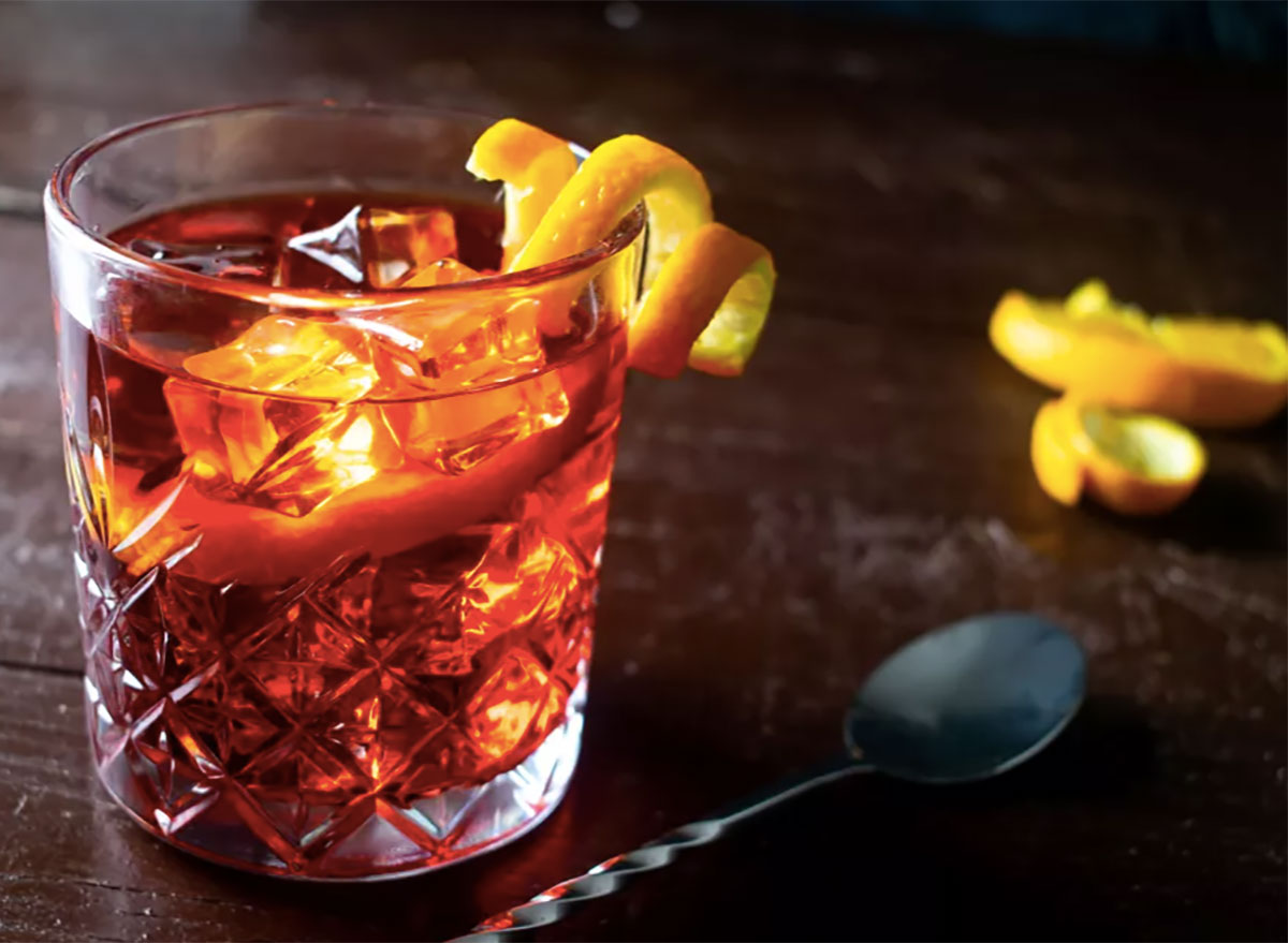 negroni cocktail with twist
