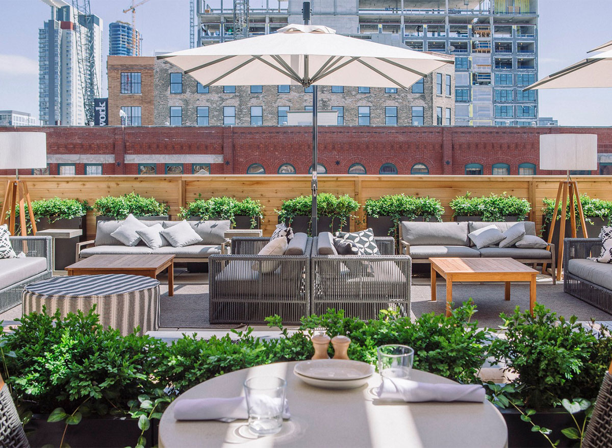 outdoor dining at aba restaurant chicago