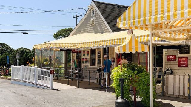 arnolds restaurant
