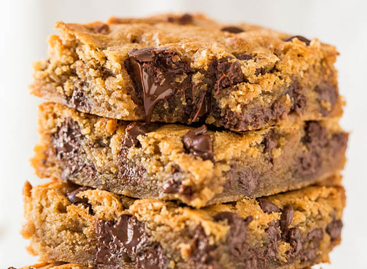 stack of peanut butter chocolate chip dessert bars