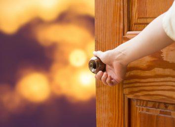 Women hand open door knob.