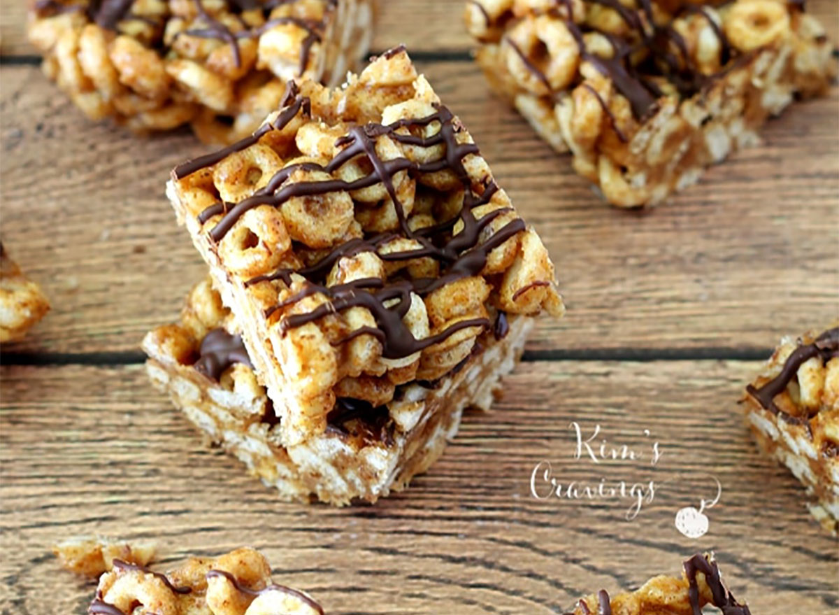 cheerio snack bars drizzled with chocolate