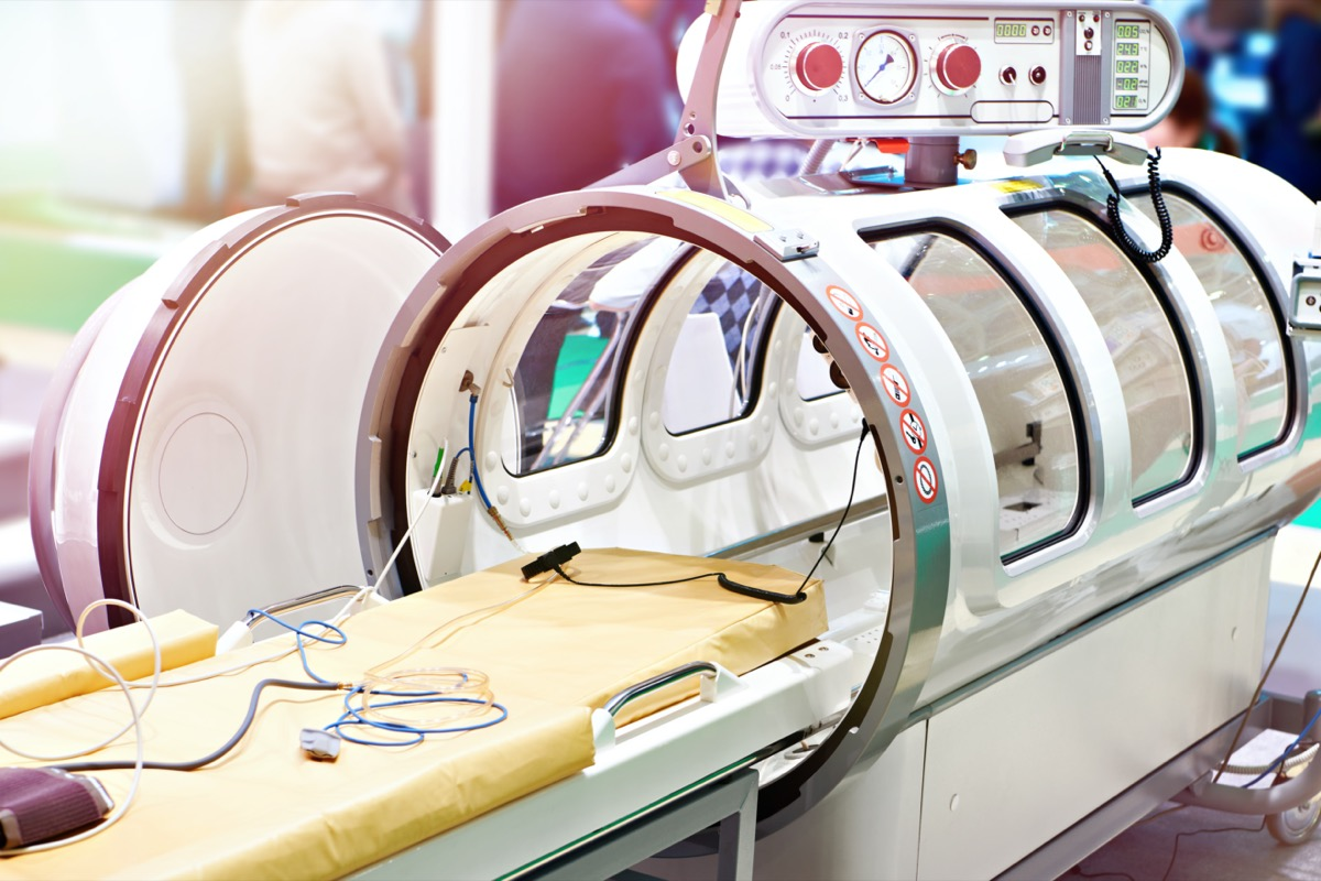 Medical hyperbaric single pressure chamber