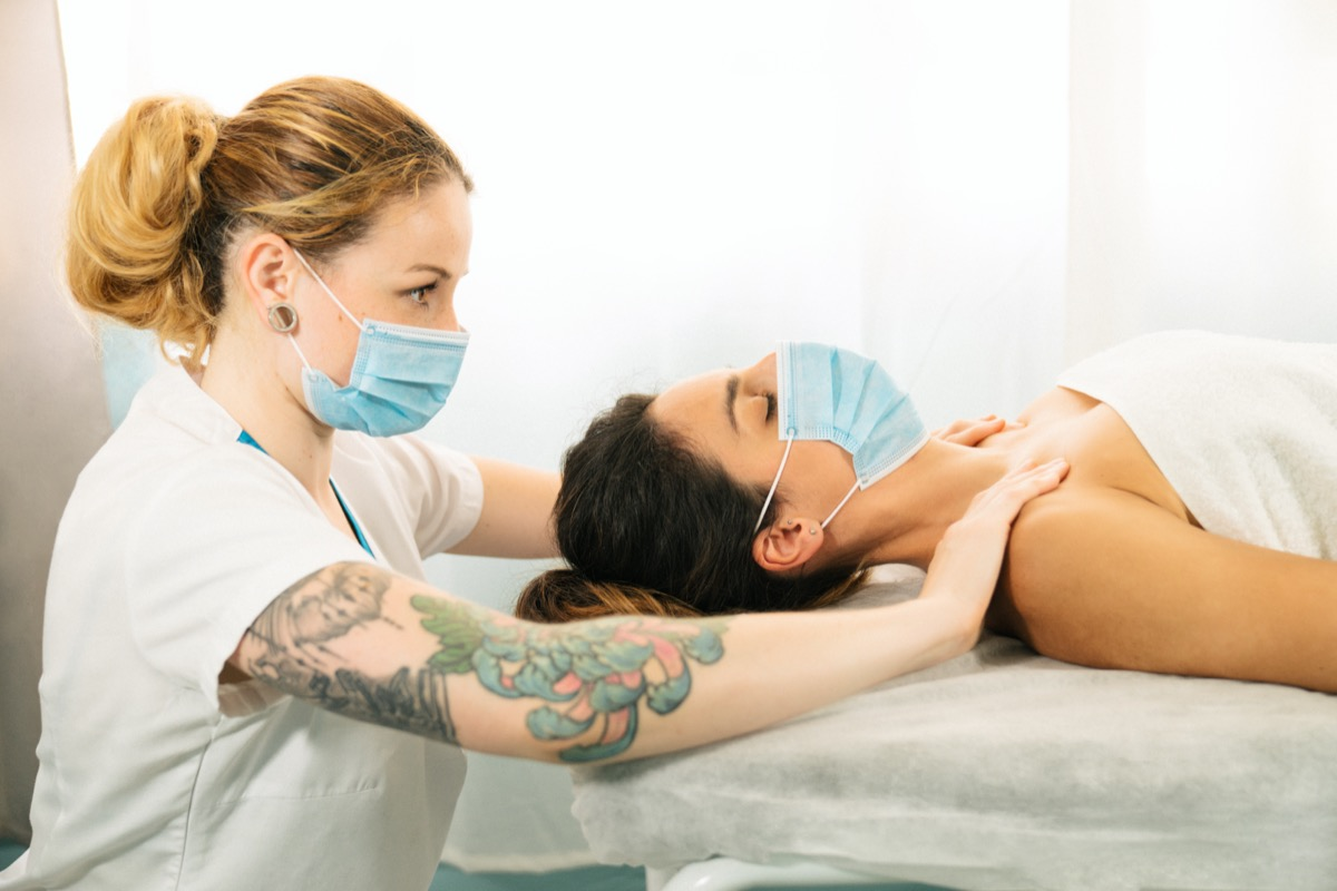 woman receiving a physiotherapeutic shoulder massage