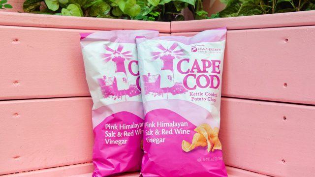 cap cod pink himalayan sea salt chips on a bench
