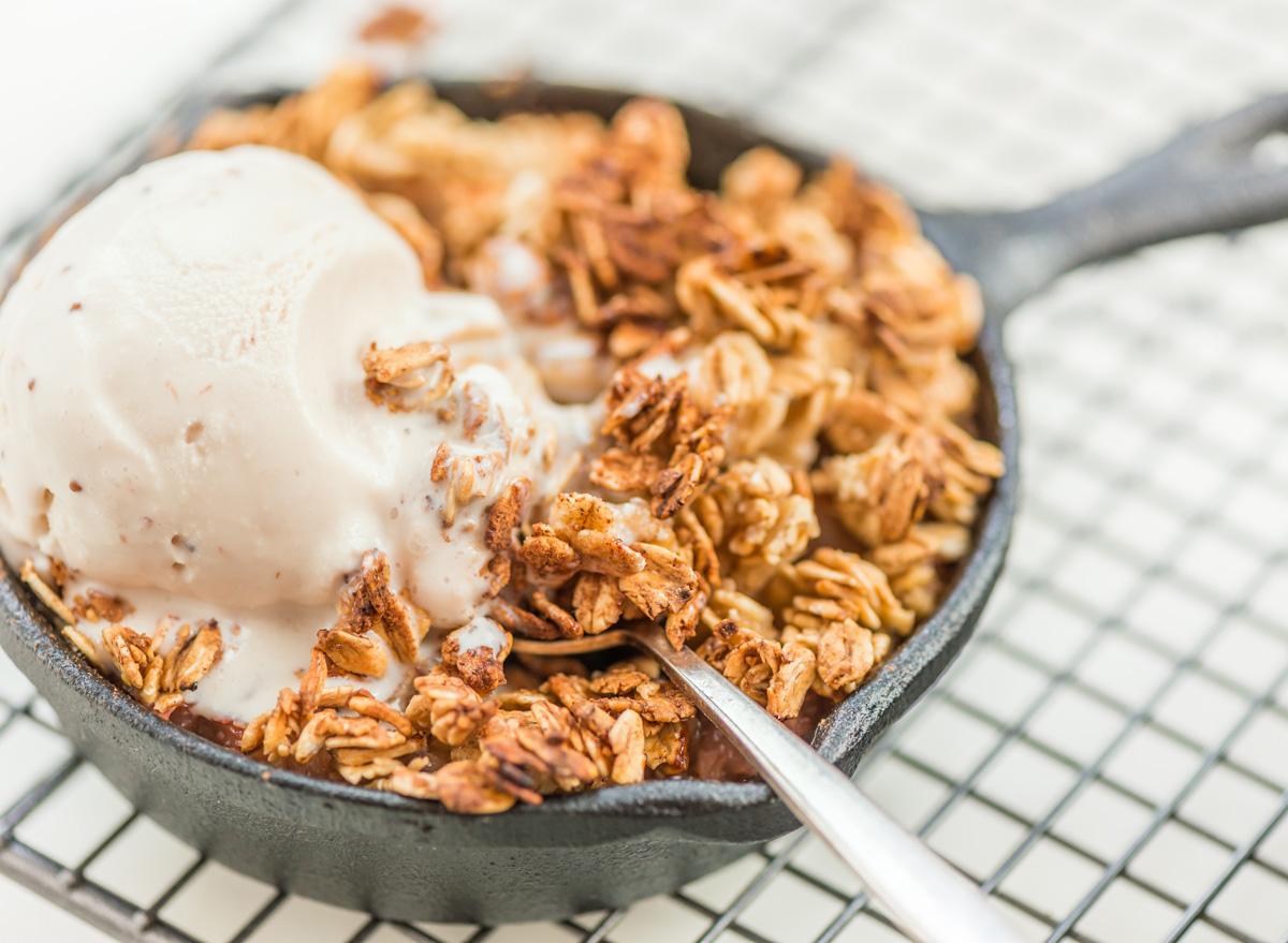 cast iron skillet peach cobbler dessert ice cream
