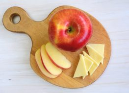 apple slices cheddar cheese