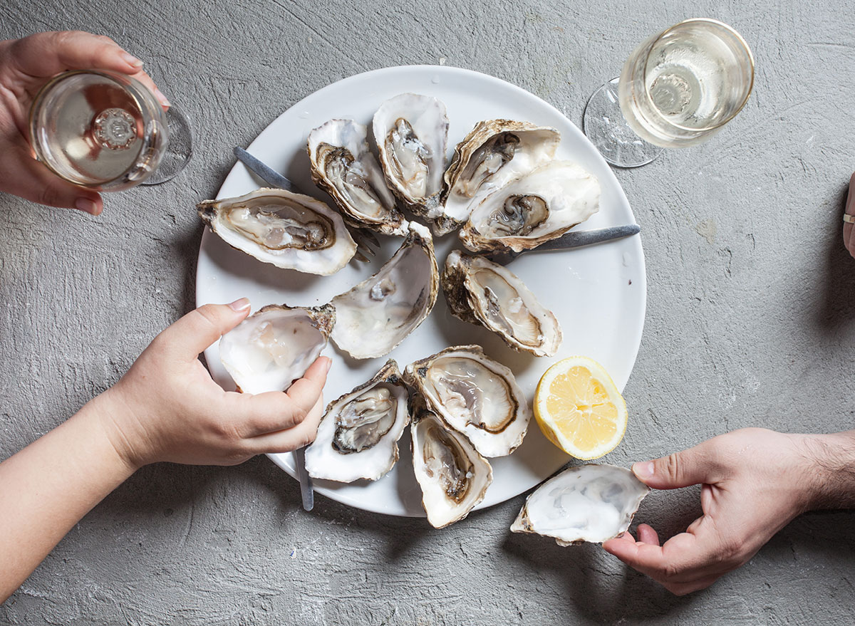 eating oysters