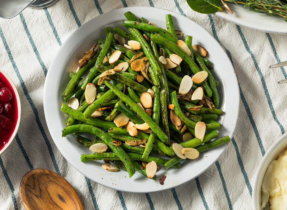 green beans topped with almonds side dish