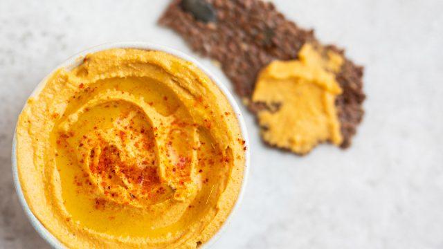 hummus flaxseed cracker