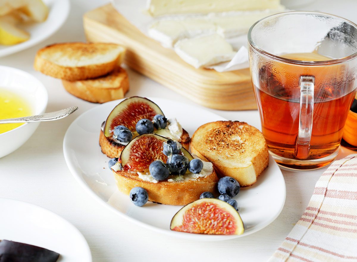 tea with toast and berries