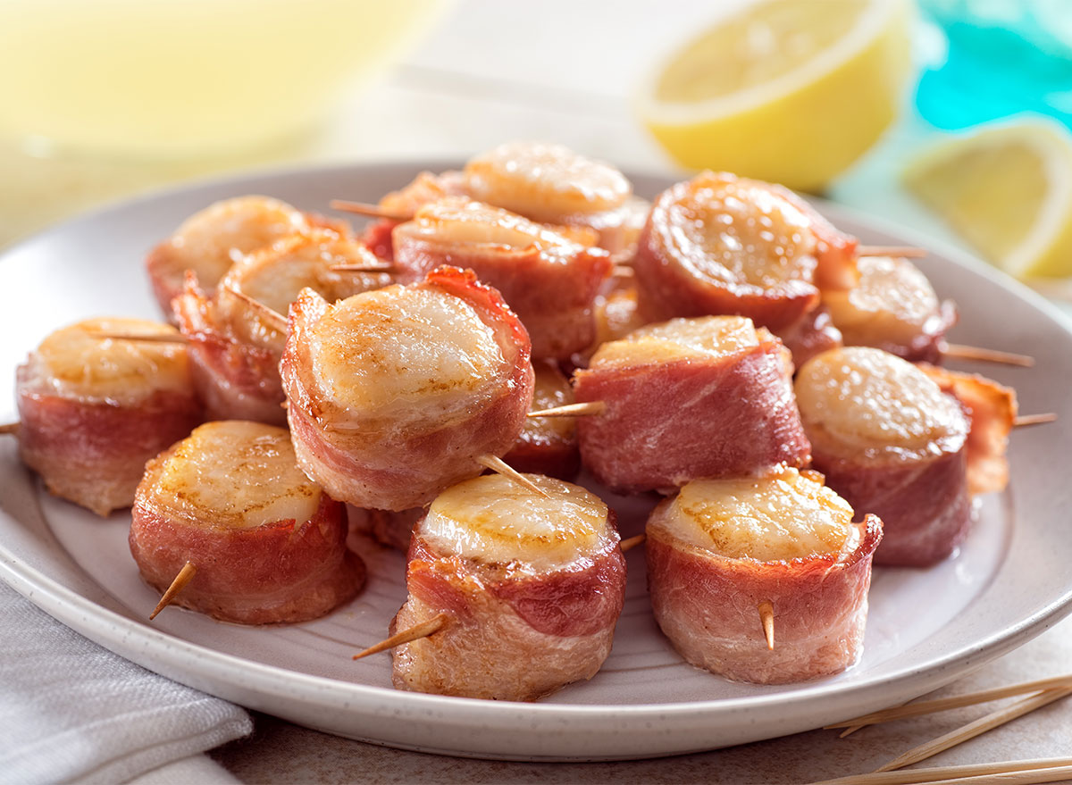 plate of bacon-wrapped scallops