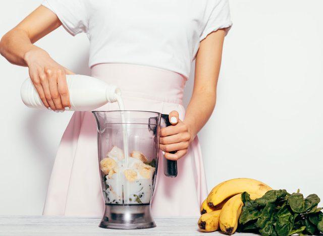 making smoothie
