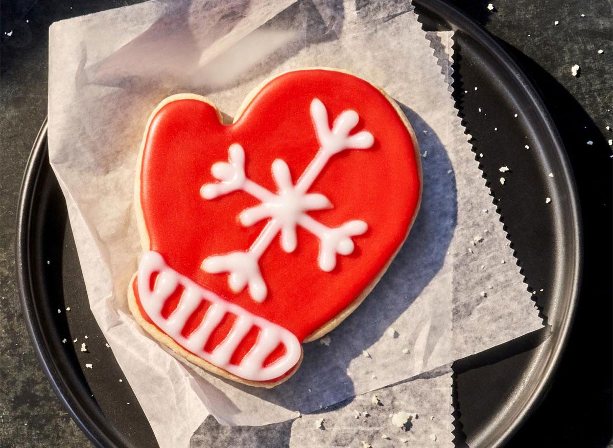 panera mitten cookie on plate