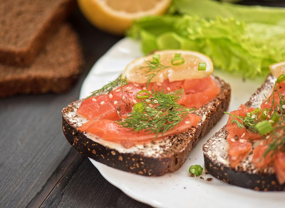 smoked salmon rye bread