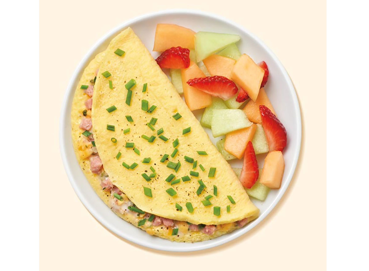 nutrisystem turkey ham and cheese omelet plated with cut fruit