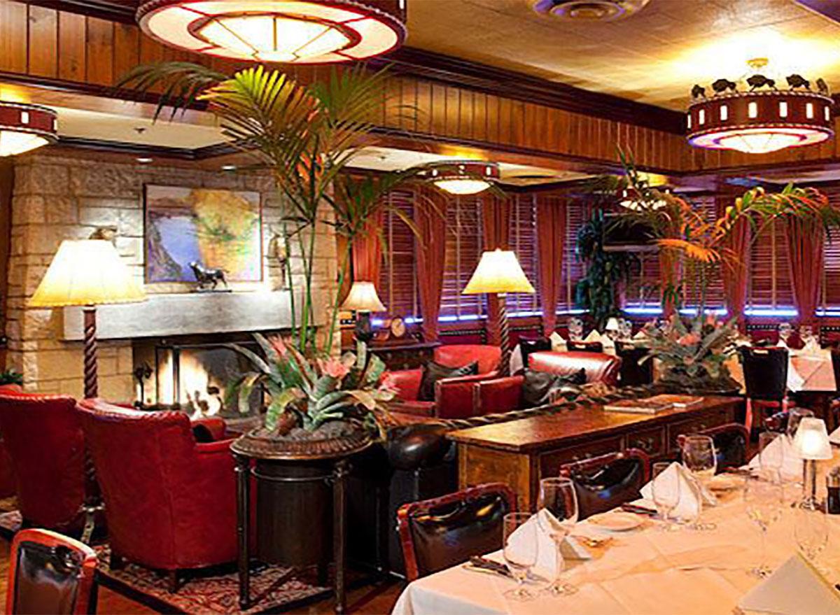 interior of Pappas Bros Steakhouse in Dallas