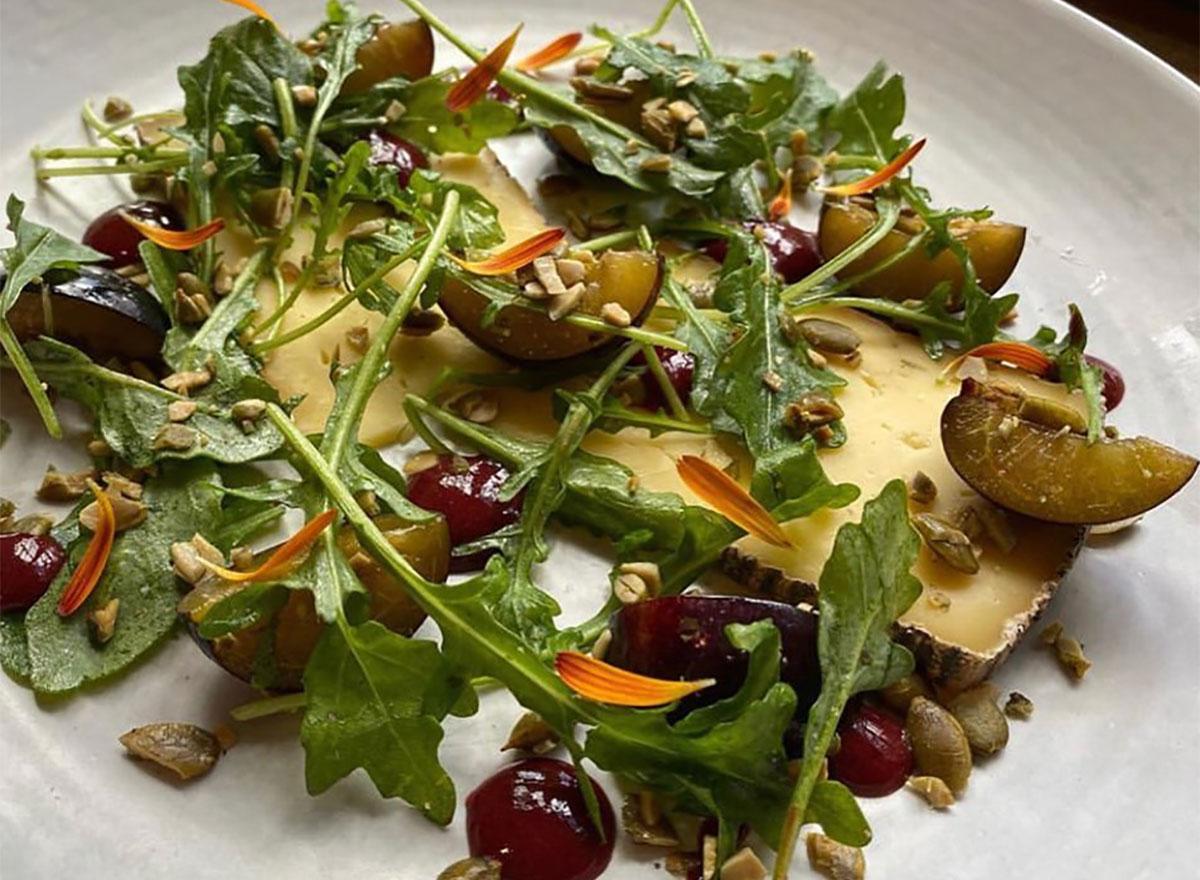 arugula salad with nuts