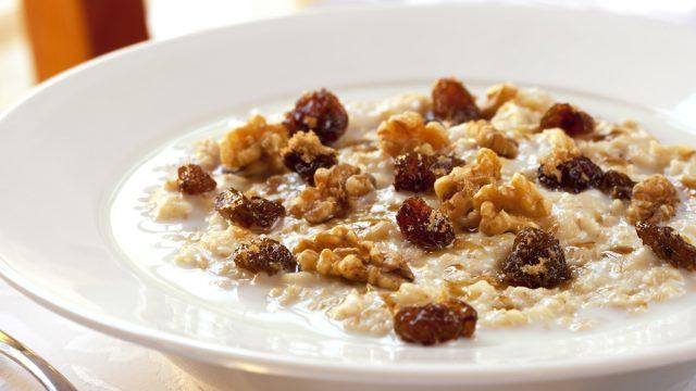 oatmeal dried fruit nuts