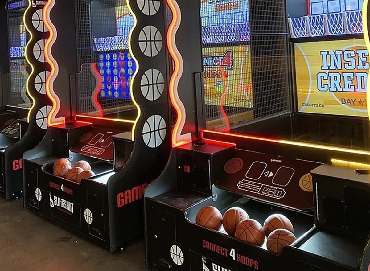 indoor basketball hoop game