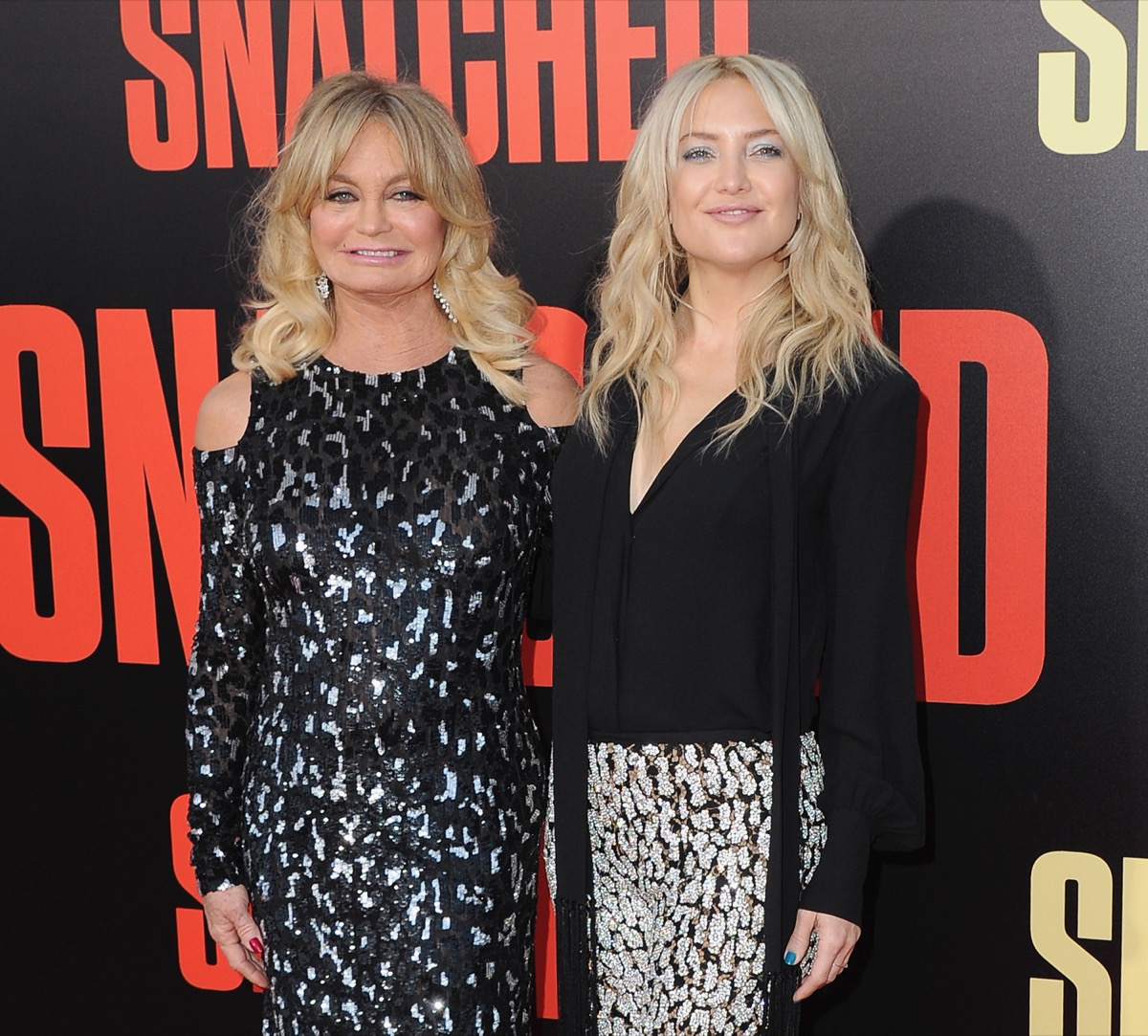 kate hudson and goldie hawn on red carpet