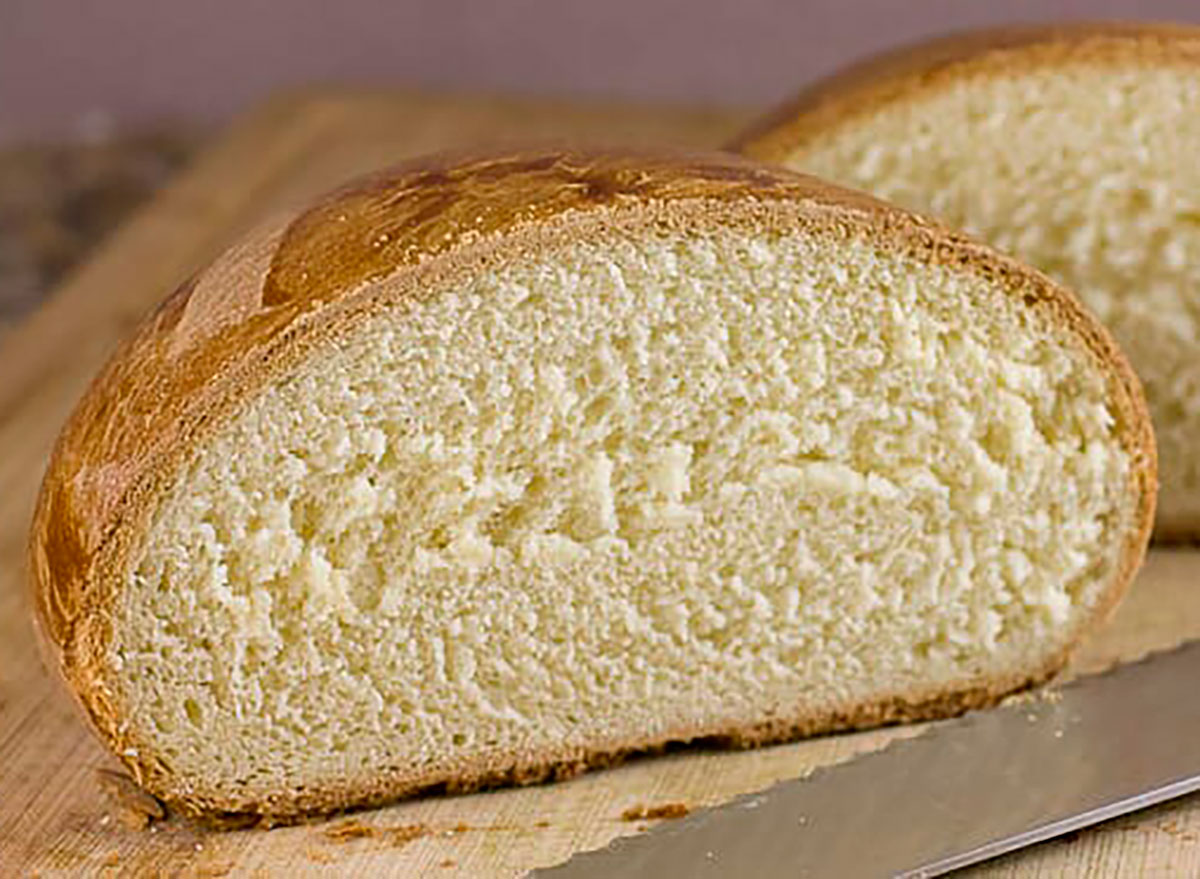 portuguese sweet bread with knife