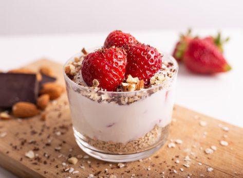 strawberry yogurt parfait