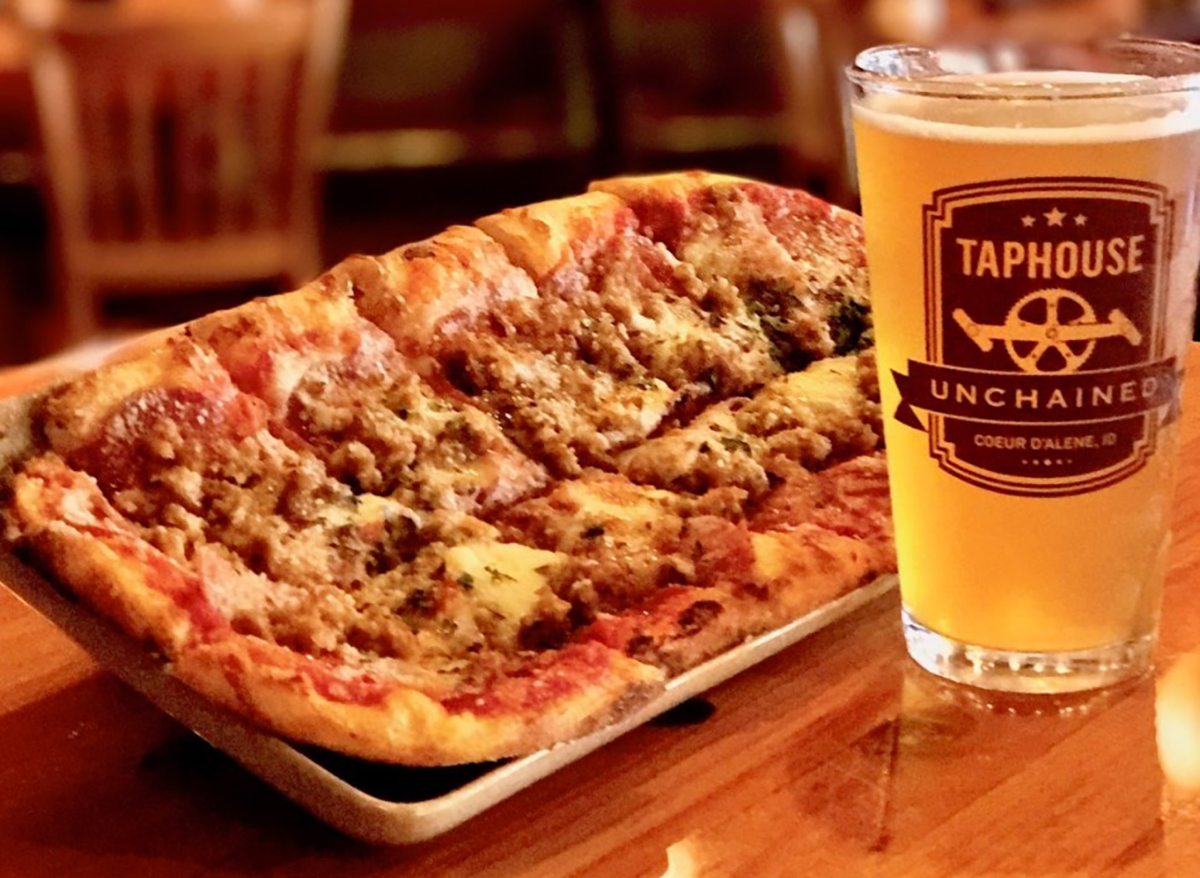 beer and sausage flatbread pizza