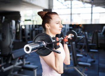 woman biceps curl bar